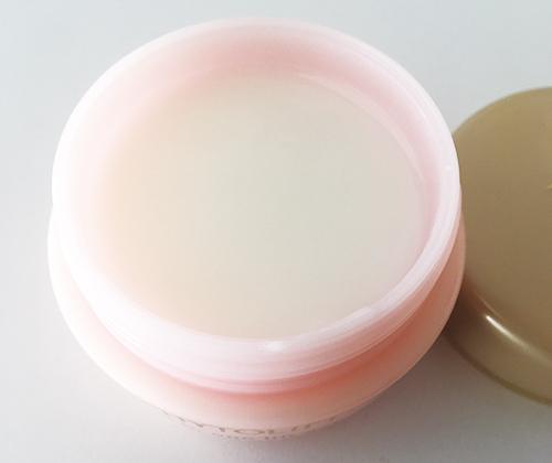 肌の潤い・ハリ・正常な肌環境になるために必要な美容成分が99.7%も配合